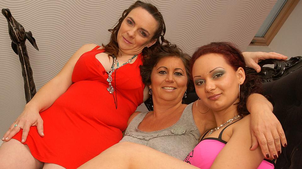 lesbiscche oma heeft incest orgie met dochter en kleindochter