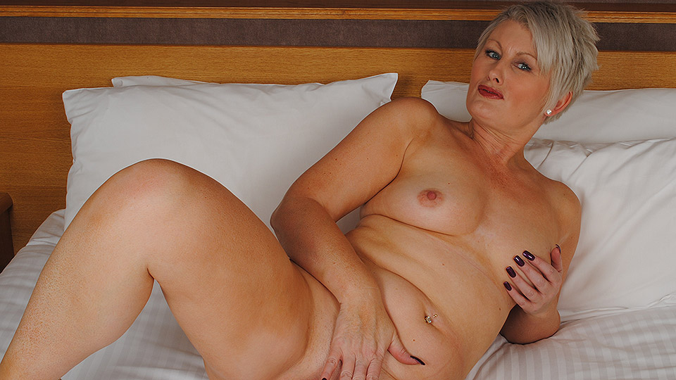 English milf ellen works her fabulous fanny with her fingers 9