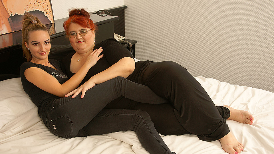 enorme dikke oma gaat jong lesbisch kutje beffen