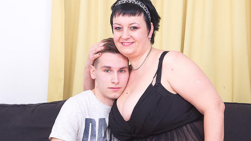 This big mama loves fucking and sucking