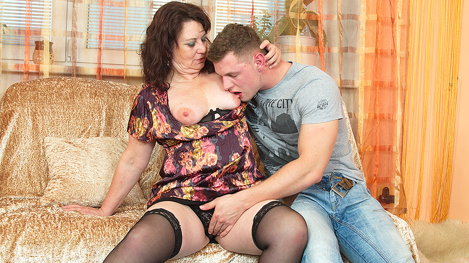 Hot milf in hard dp anal and facial cumshot threesome 4