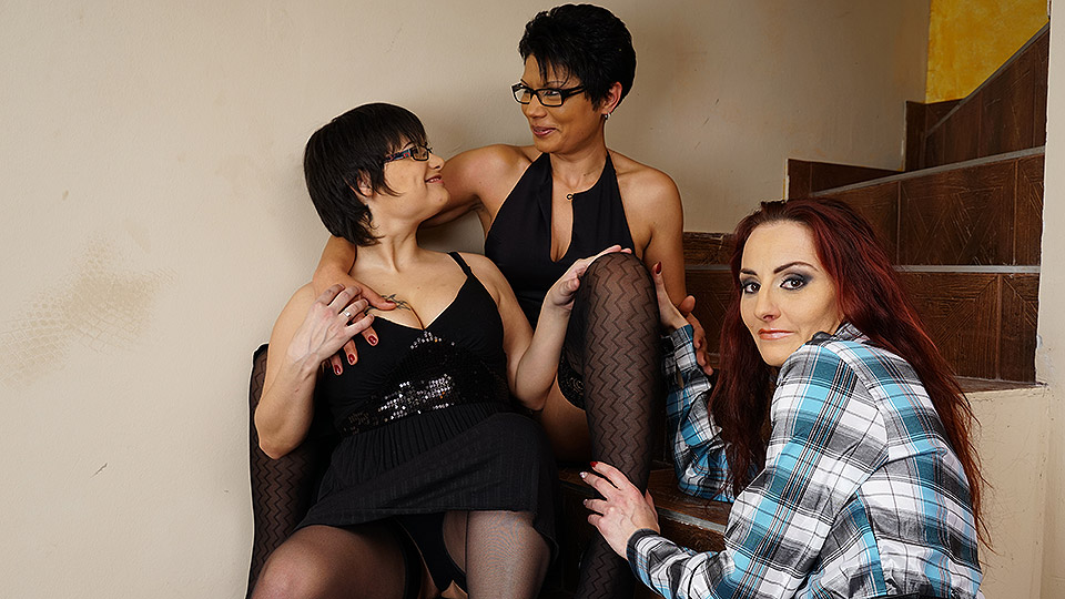 Three mature lesbians get their pussies wet