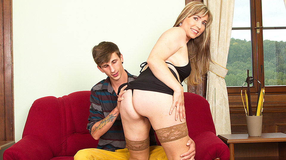 This hot housewife loves fucking her toy boy
