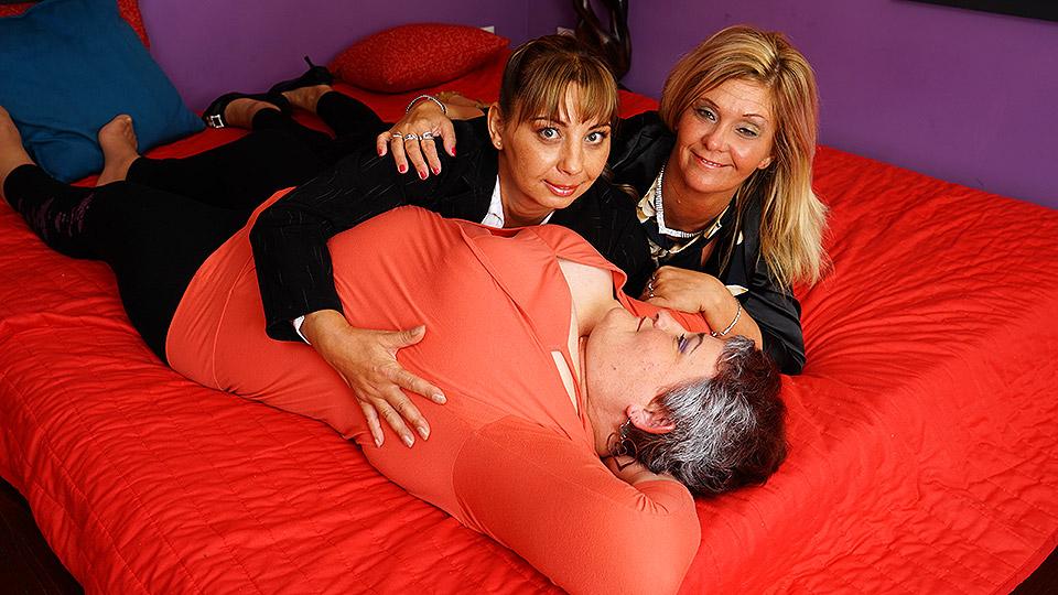 Three horny mature ladies going full lesbian