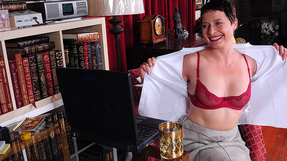 Horny American housewife playing with herself in front of her laptop
