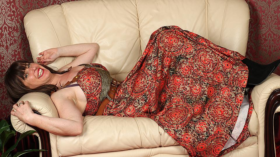 British hairy housewife getting very naughty