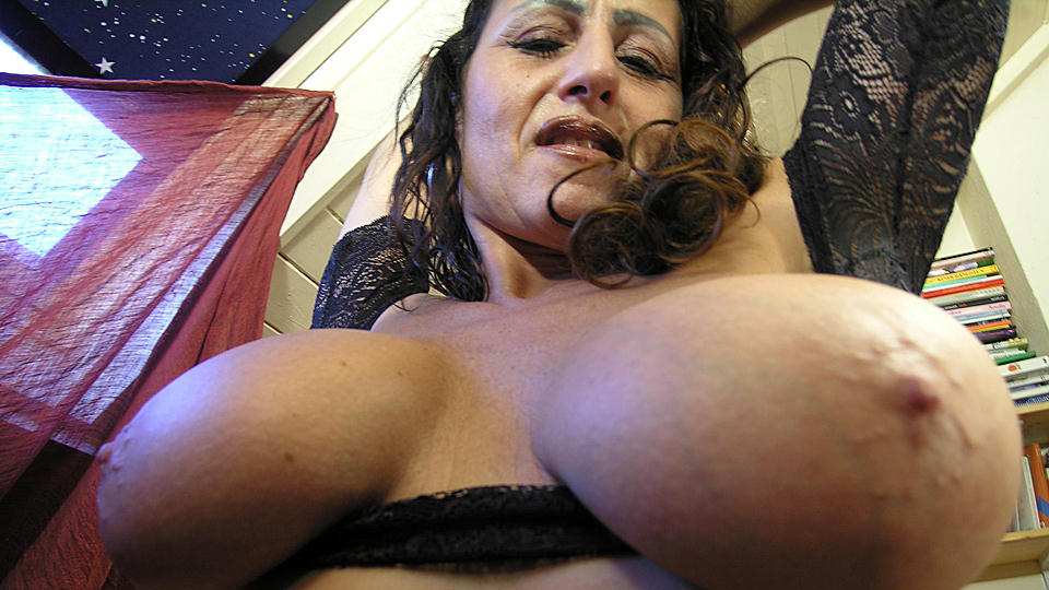 This mature slut loves playing with her