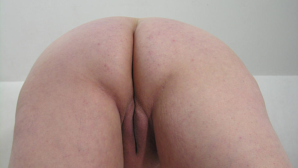 This Big Mature Slut Loves To Play With