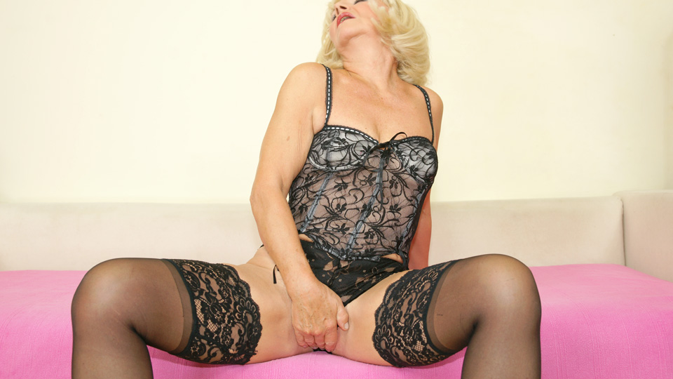 Kinky european mature slut playing with herself