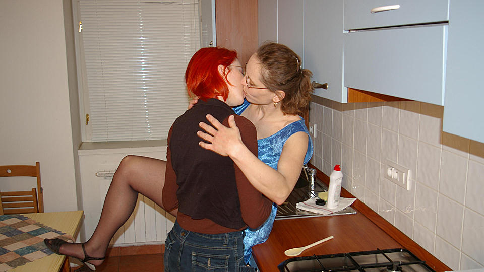 Old and Young Lesbians old n young video