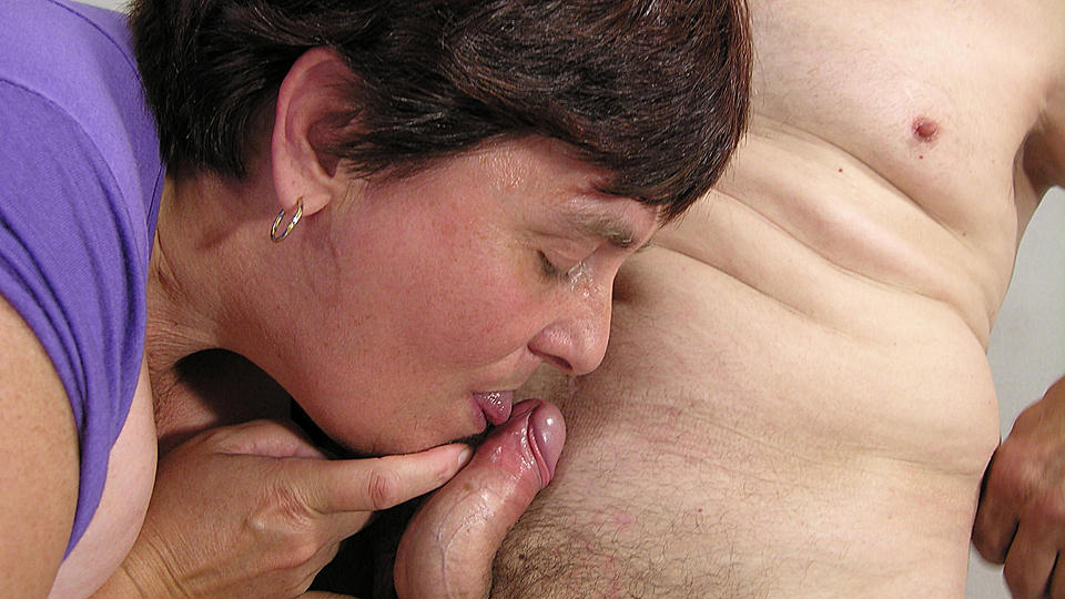 Kinky big mature slut sucking and fucking