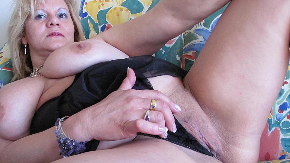 2 girls playing with strapon and dildo