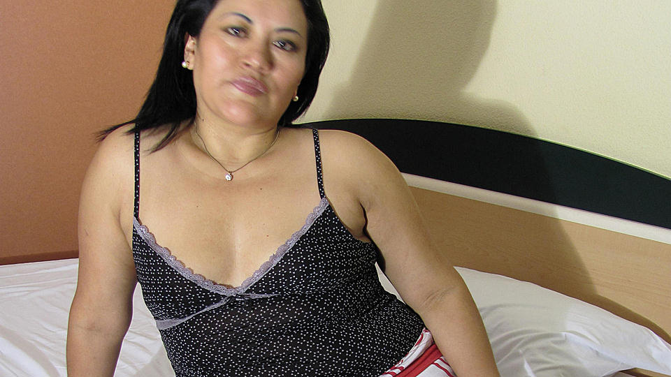 Horny Mature Anna Loves To Play With Her