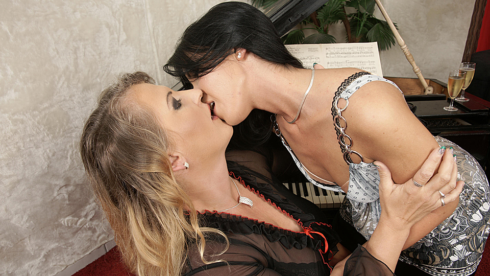 Mature old-and-young-lesbians Hot babe licking a mature lesbian