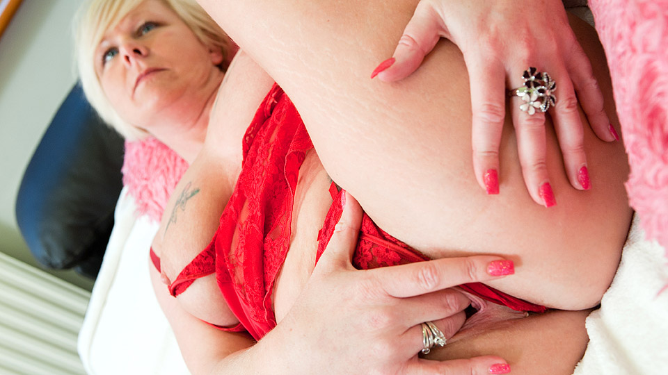 Blonde loves to play with her creamy pussy 10