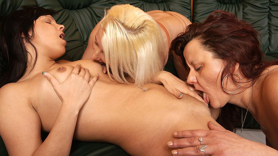 mature lesbian stream