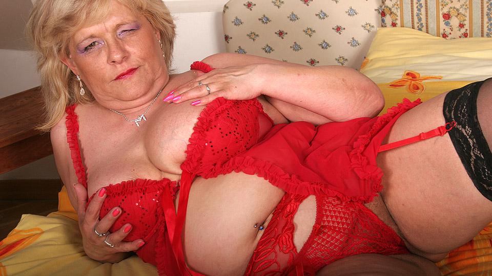 horny blonde mature slut getting very naughty