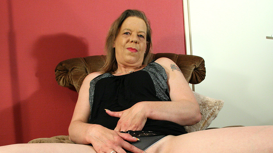 Mature-nl Mature housewife playing with herself