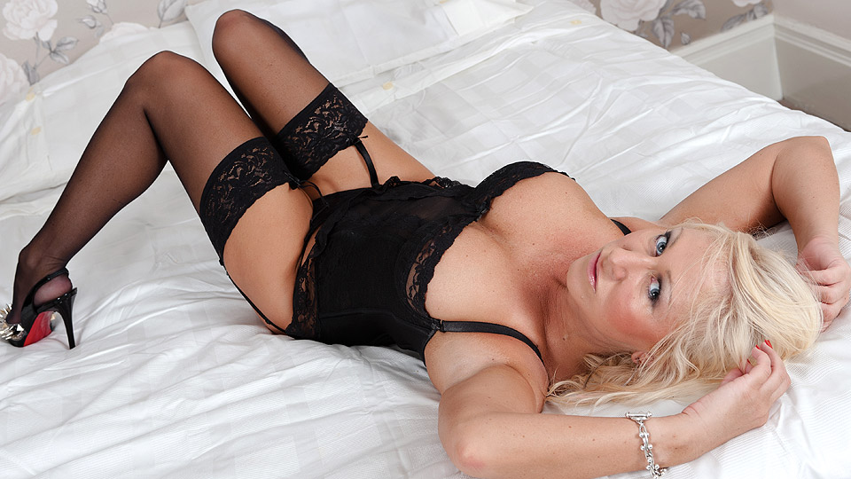 Hot blonde MILF masturbating on her bed