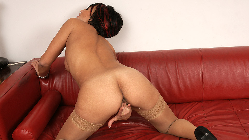 Hot mature gets it hard by tlh